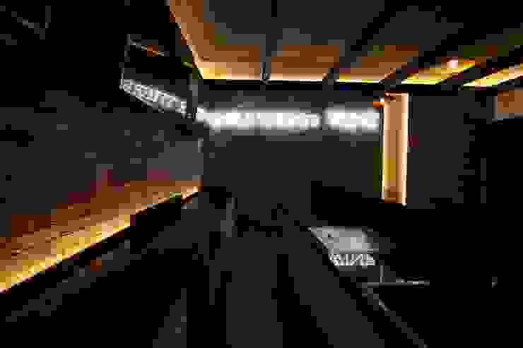 Bar Industrial Salas multimedia industriales de Toyka Arquitectura Industrial Ladrillos