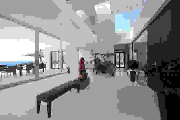 Pasillos, vestíbulos y escaleras mediterráneos de jle architekten Mediterráneo