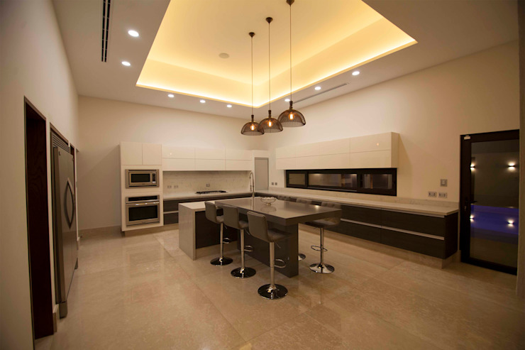 Modern kitchen by Toyka Arquitectura Modern Quartz