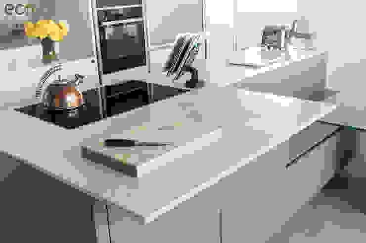Handle Less design in Modern colours Cocinas de estilo moderno de Eco German Kitchens Moderno Metal