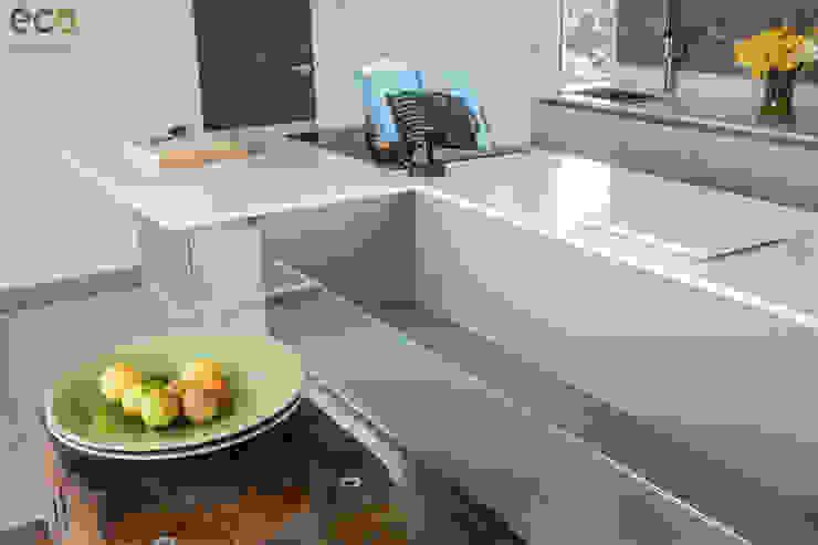Handle Less design in Modern colours Cocinas de estilo moderno de Eco German Kitchens Moderno Mármol