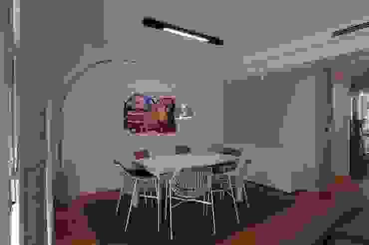 CASA CM Sala da pranzo moderna di DORIArchitetti Moderno