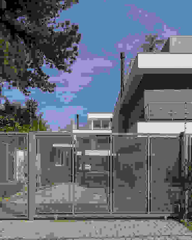 Modern houses by K+S arquitetos associados Modern