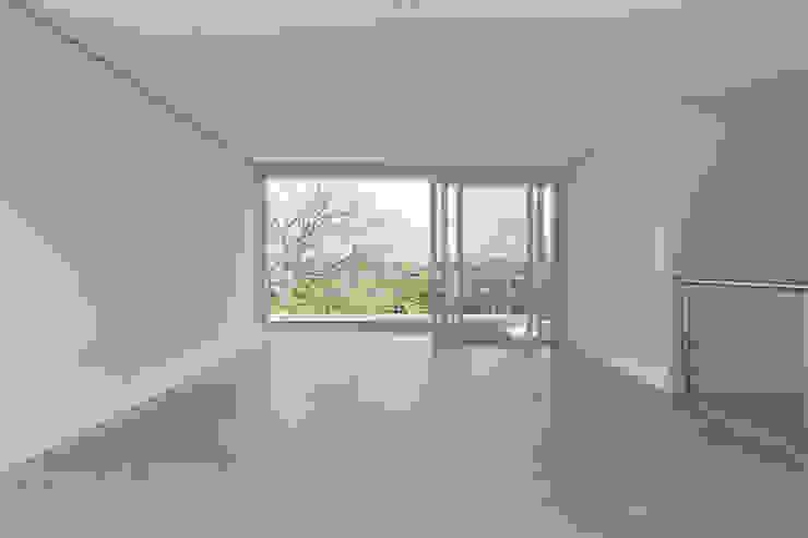 Modern living room by K+S arquitetos associados Modern