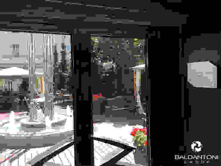 Restaurant Cafè Aviomotornaya, Mosca, Russia Ingresso, Corridoio & Scale in stile moderno di Baldantoni Group Moderno Legno Effetto legno