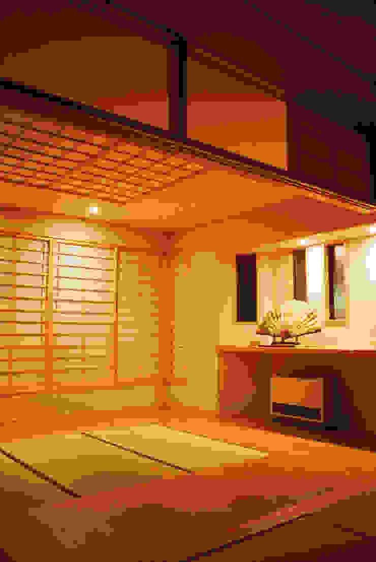 リビング (茶の間・客間 夜) 和風デザインの リビング の 吉田設計+アトリエアジュール 和風