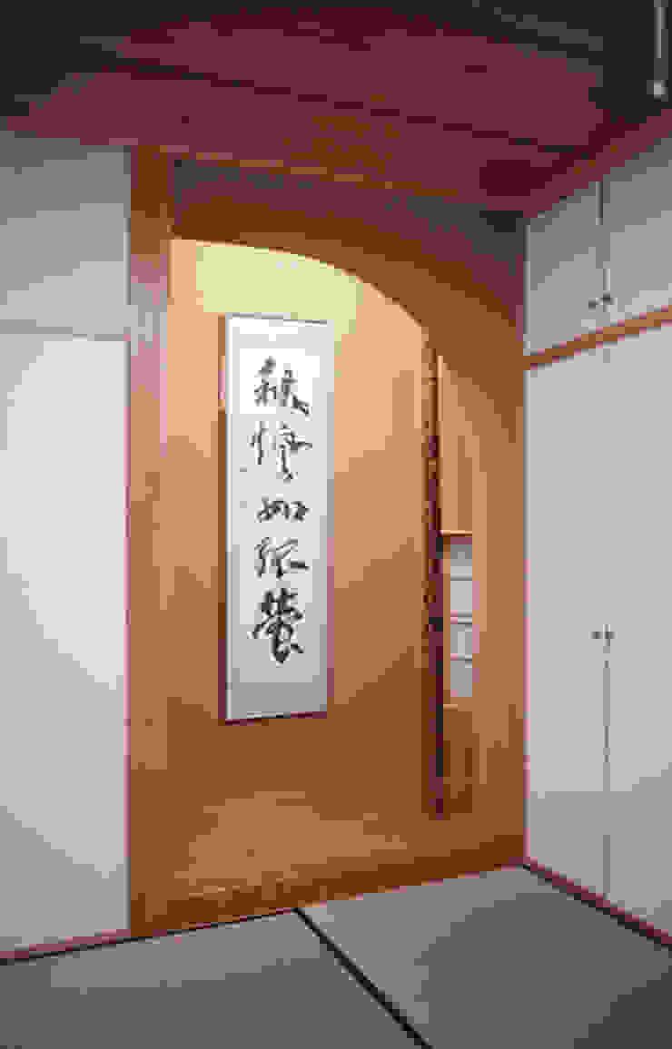 寝室(床の間) 和風の 寝室 の 吉田設計+アトリエアジュール 和風
