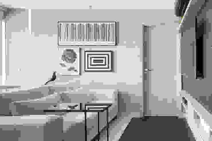Salas de estilo moderno de Carpaneda & Nasr Moderno