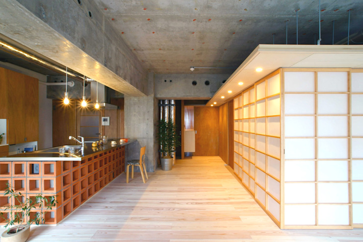 A.A.TH ああす設計室 Livings de estilo asiático Madera Blanco