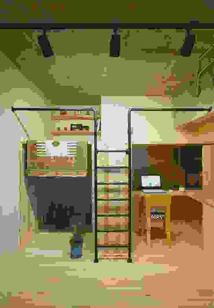 A.A.TH ああす設計室 Habitaciones infantilesEscritorios y sillas Concreto Gris