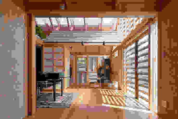 A.A.TH ああす設計室 Dormitorios de estilo industrial Madera Acabado en madera