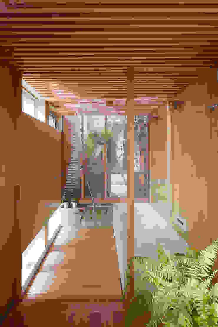 A.A.TH ああす設計室 Industrial style bathroom Plywood Amber/Gold
