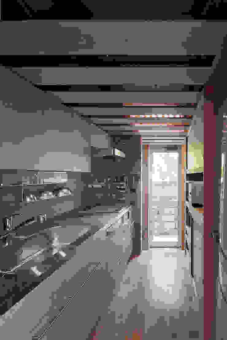 A.A.TH ああす設計室 Industrial style kitchen Slate Grey