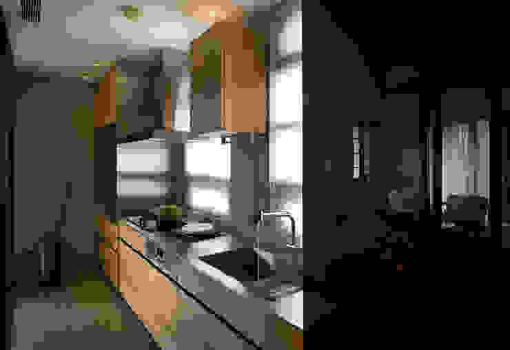 家的溫度 豁然 現代廚房設計點子、靈感&圖片 根據 晨室空間設計有限公司 現代風