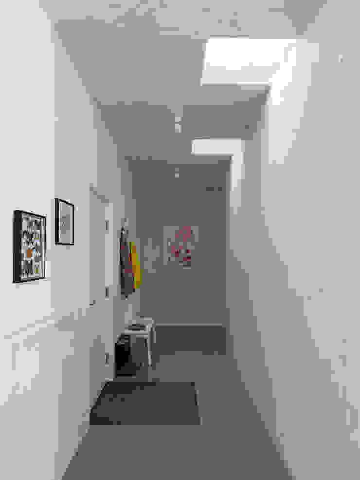 Backraum Architektur Koridor & Tangga Modern