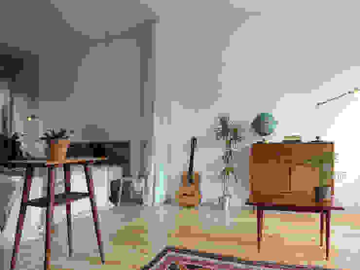 Ruang Keluarga Minimalis Oleh OTTOTTO Minimalis Kaca