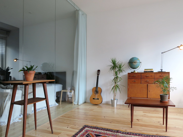 Salon minimaliste par OTTOTTO Minimaliste Verre