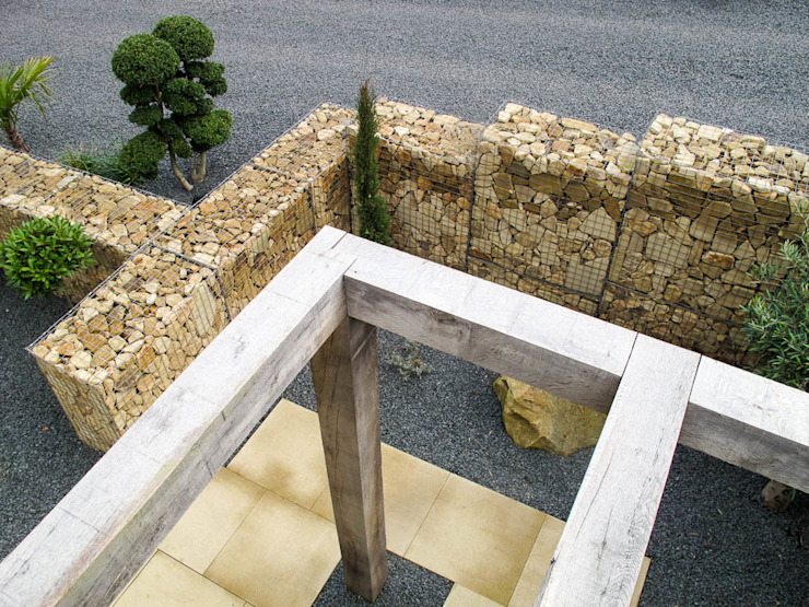 View of the gabion from above Yorkshire Gardens Jardin moderne