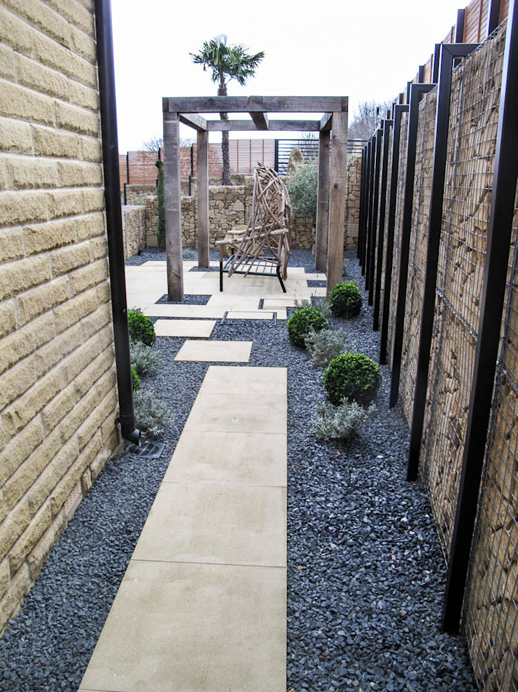 Gabion and paved pathway Yorkshire Gardens Jardin moderne