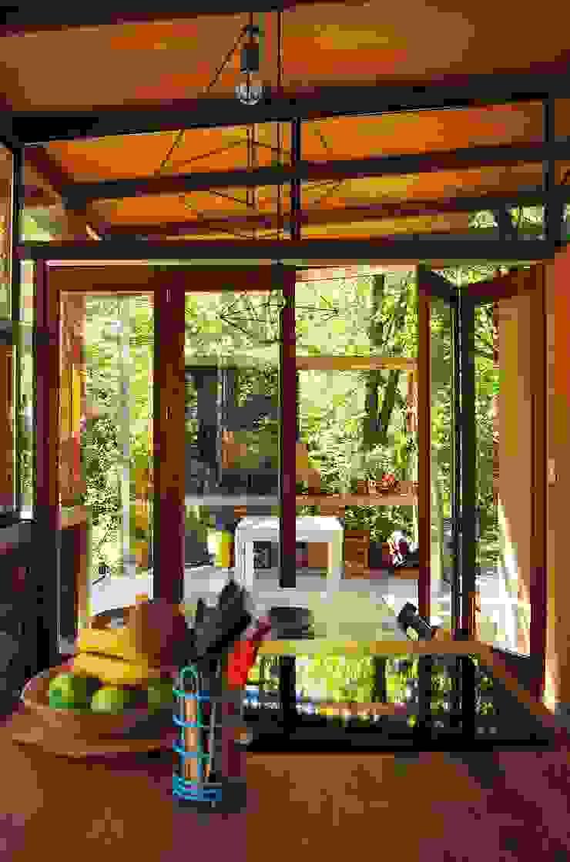 Comedores de estilo industrial de Guadalupe Larrain arquitecta Industrial