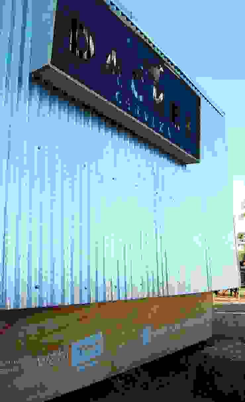 by Guadalupe Larrain arquitecta Industrial Metal