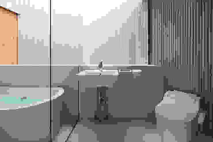Bathroom by 建築設計事務所SAI工房
