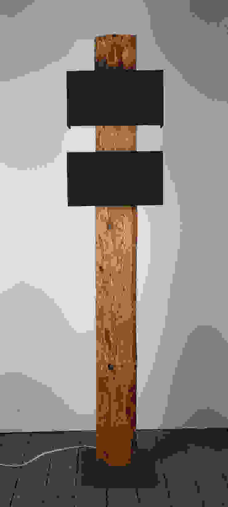 Stehlampe Aus Rustikalen Holzbalken Von Meister Lampe Homify