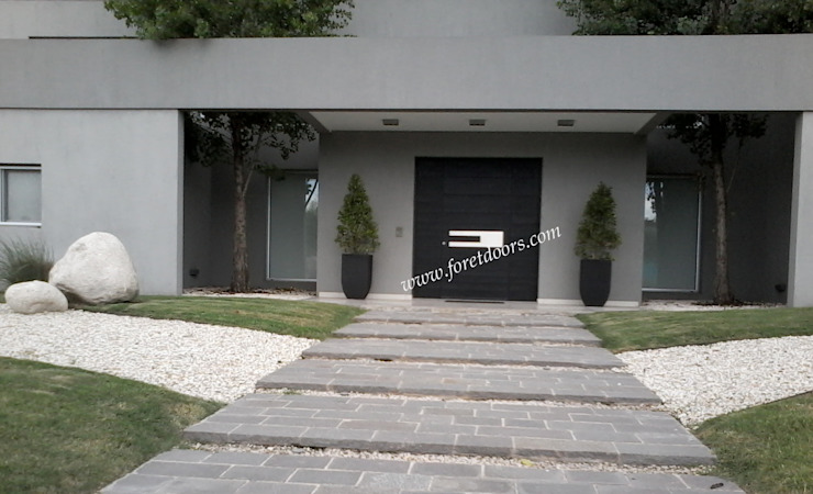 Modern front entry door with c-shaped modern stainless steel pull: modern  by Foret Doors, Modern Solid Wood Multicolored
