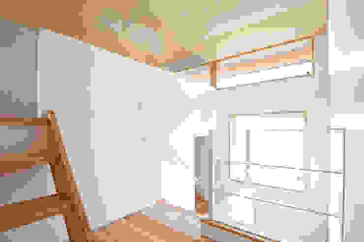 合同会社negla設計室 Scandinavian style corridor, hallway& stairs Solid Wood Wood effect