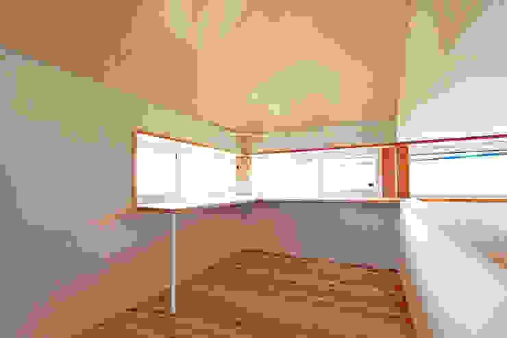 木の香り漂う書斎兼勉強スペース 合同会社negla設計室 北欧デザインの 書斎 無垢材 木目調