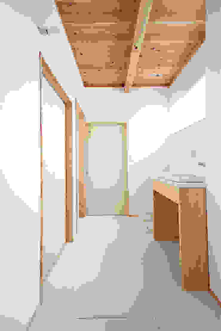 合同会社negla設計室 Scandinavian style bathroom Solid Wood White
