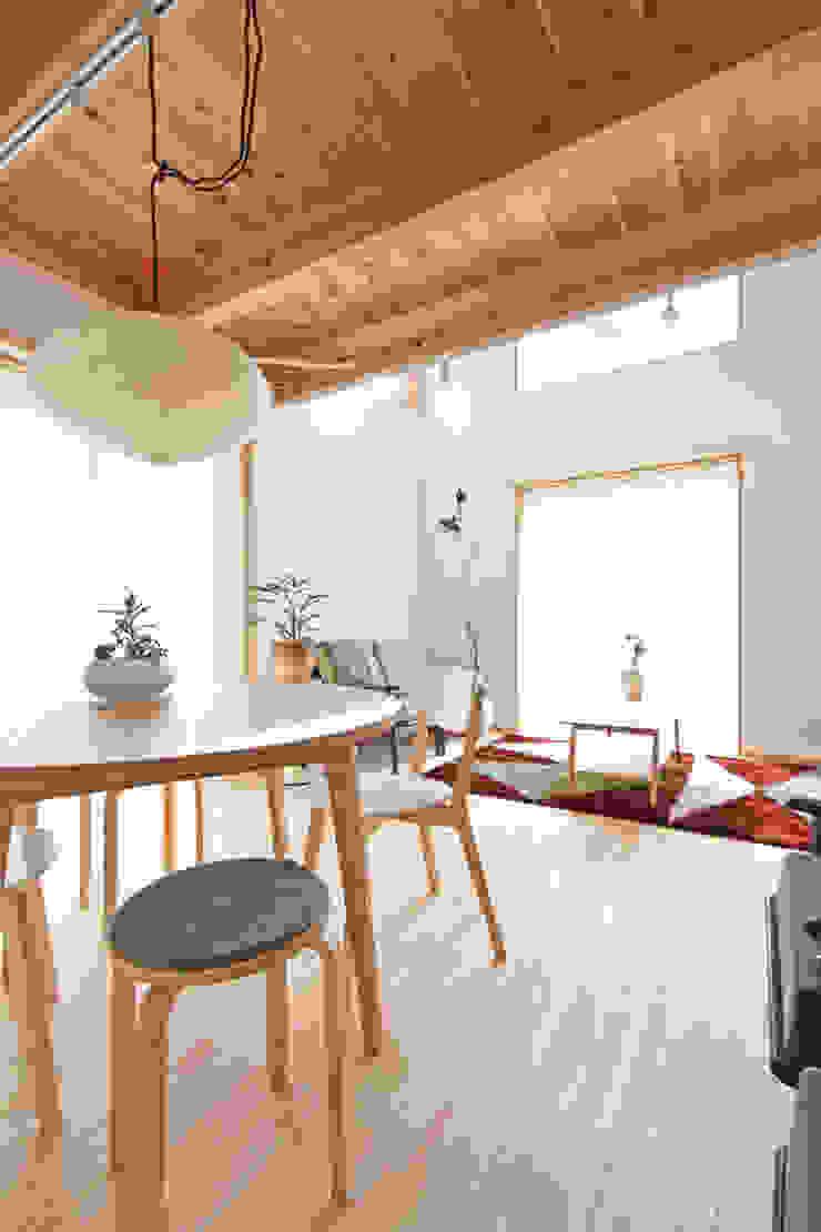 合同会社negla設計室 Scandinavian style living room Solid Wood Wood effect