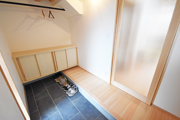 合同会社negla設計室 Scandinavian style corridor, hallway& stairs Tiles Black