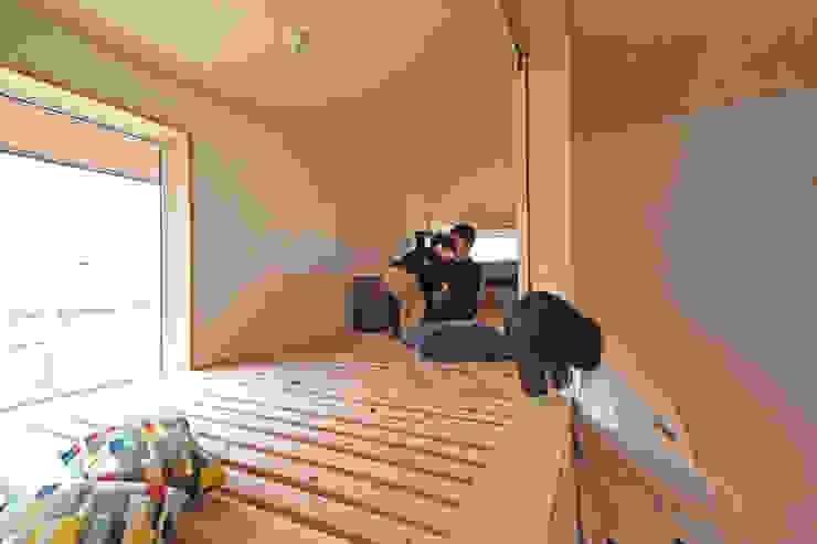 合同会社negla設計室 Scandinavian style balcony, veranda & terrace Solid Wood Wood effect