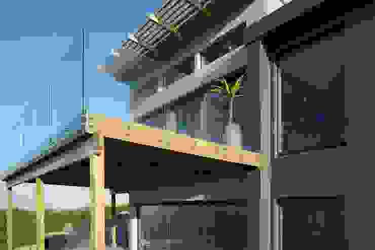 Brenton House deck detail Modern houses by Sergio Nunes Architects Modern Granite