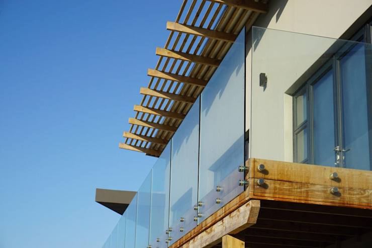 Brenton house detail of roof structure and glass balustrade Scandinavian style houses by Sergio Nunes Architects Scandinavian Glass