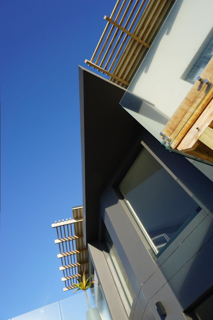 Brenton House entrance detail Modern houses by Sergio Nunes Architects Modern Wood Wood effect