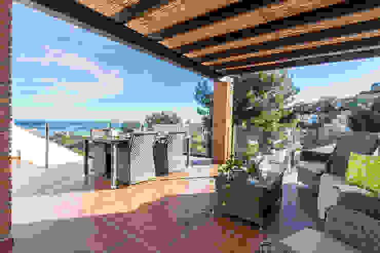 Terraza Balcones y terrazas mediterráneos de Home & Haus | Home Staging & Fotografía Mediterráneo