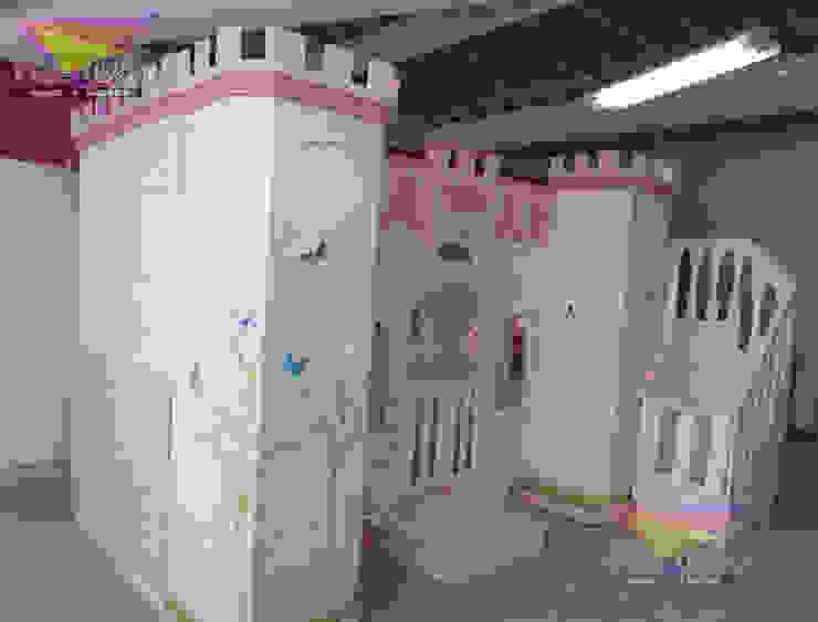 HERMOSO CASTILLO CON CLOSET INTEGRADO de camas y literas infantiles kids world Clásico Derivados de madera Transparente