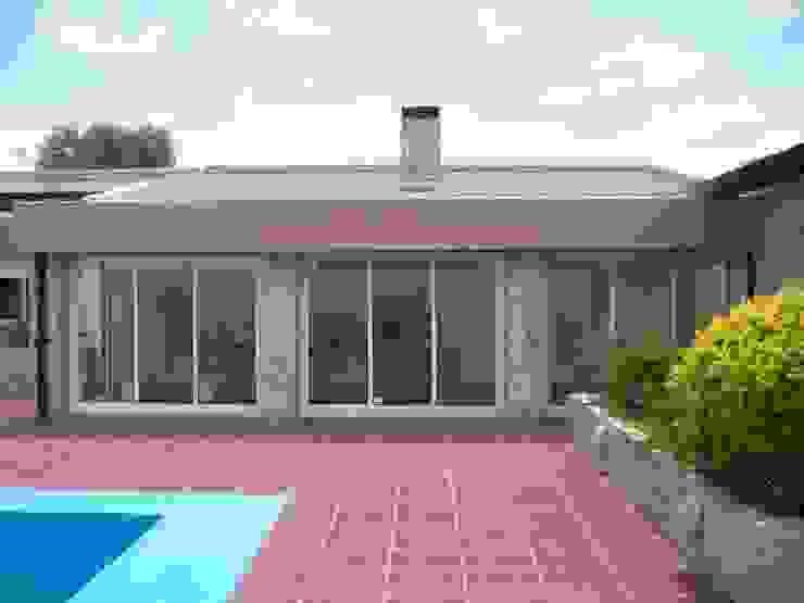 Frente Livings de estilo moderno de JIEarq Moderno Aluminio/Cinc