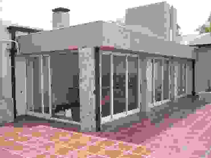 Ángulo Livings de estilo moderno de JIEarq Moderno Aluminio/Cinc