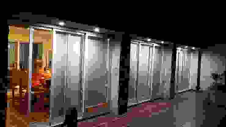 Nocturna Livings de estilo moderno de JIEarq Moderno Aluminio/Cinc