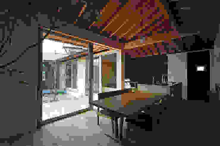 岡本和樹建築設計事務所 Sala da pranzo moderna