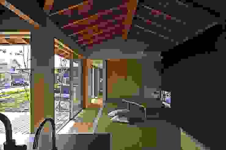 岡本和樹建築設計事務所 Soggiorno moderno