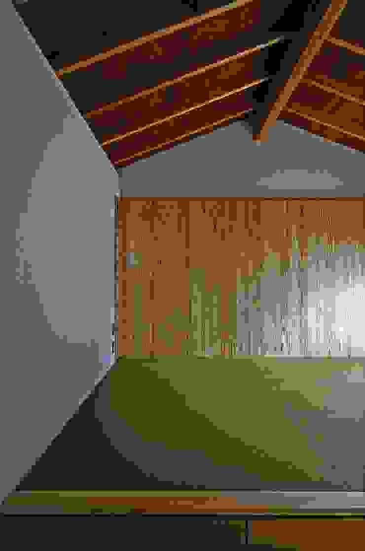 岡本和樹建築設計事務所 Camera da letto moderna