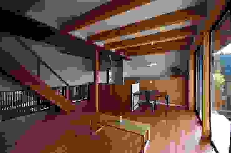 โดย 岡本和樹建築設計事務所 โมเดิร์น