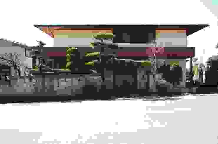 Casas modernas por 岡本和樹建築設計事務所 Moderno