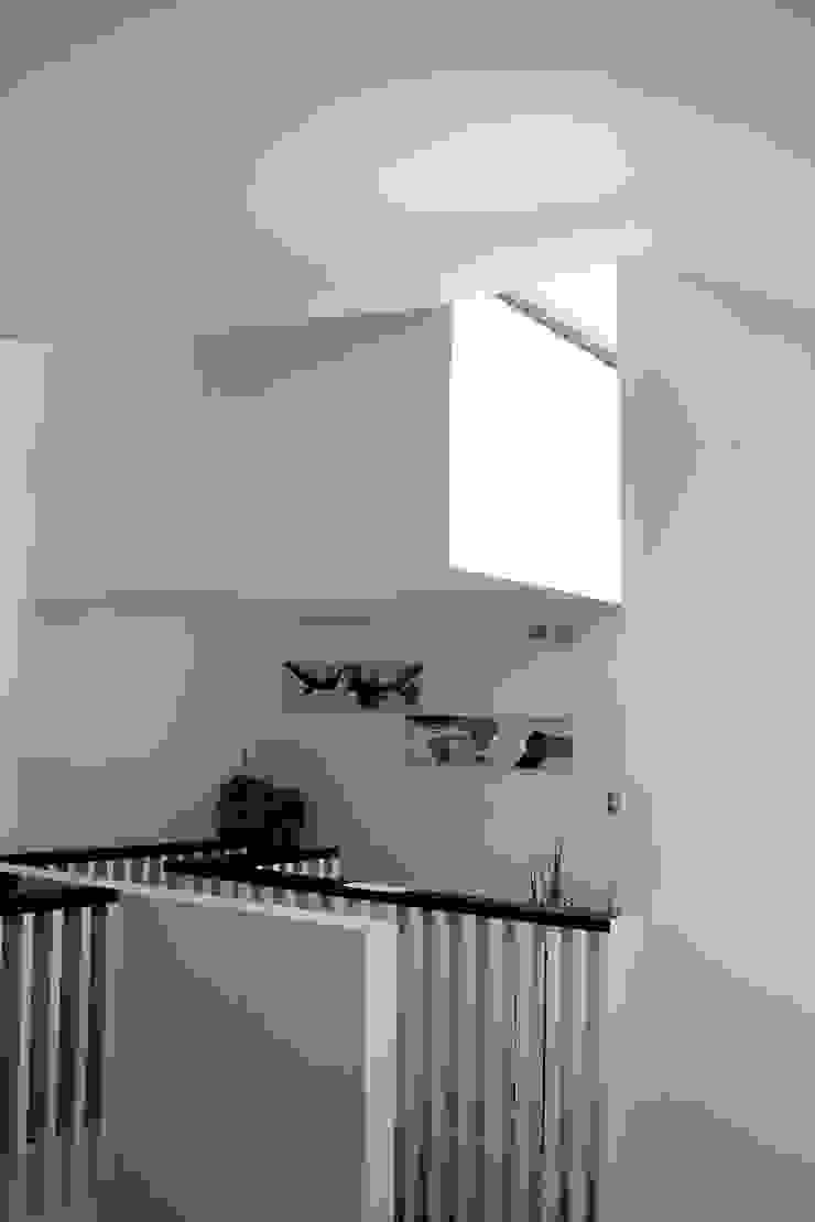 CASA X Paredes y pisos de estilo minimalista de Francisco Parada Arquitectos Minimalista