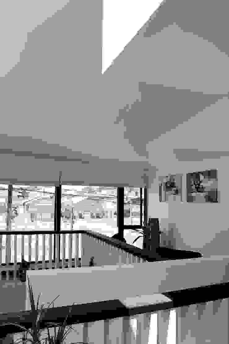 CASA X Pasillos, halls y escaleras minimalistas de Francisco Parada Arquitectos Minimalista