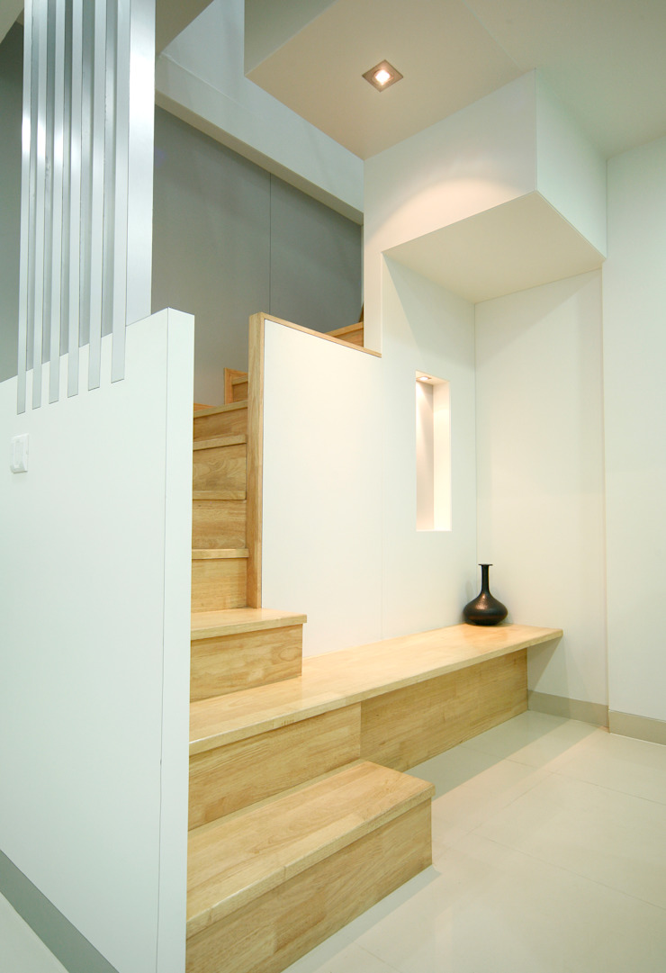 Artek-Architects & Interior Designers Commercial Spaces Wood White